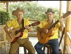 Dupla sertaneja faz música inspirada na Copa do Mundo - Música é cantada por Milton e Riachinho