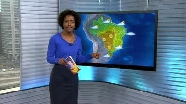 Previsão de tempo firme para grande parte do Brasil nesta segunda-feira (23) - Há alerta de chuva forte com raios e trovoadas entre o RS e o sudoeste do PR. O dia deve ficar chuvoso do Recôncavo Baiano até o leste do RN.