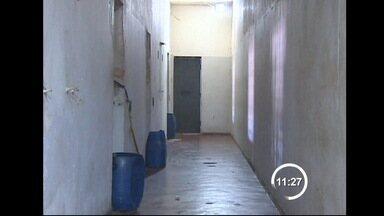 Cadeia de Guaratinguetá, SP, é fechada pela Justiça - A interdição da unidade ocorreu por falta de condições na estrutura do prédio e superlotação. A capacidade era de 64 homens mas abrigava 101.