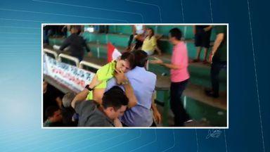 Governador Cid Gomes desmaia durante convenção do PDT - Já é a segunda vez que o Governador passa mal esse ano.