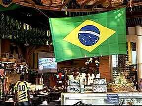 Bares de Uberlândia se preparam para mais um jogo do Brasil - Estabelecimentos investem na decoração, música e brindes.