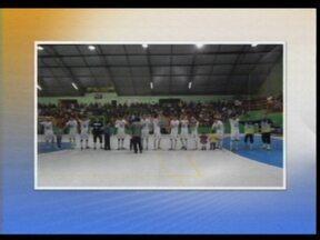 Pela Série Ouro de Futsal a AGSL perdeu para a ACBF de Carlos Barbosa, RS - Mesmo com a derrota a equipe missioneira se classificou para as quartas de final do campeonato.