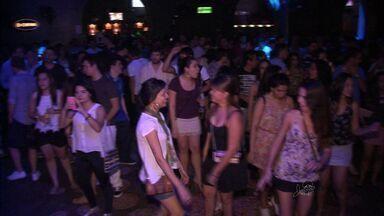 Noite de Fortaleza agita com a chegada dos turistas - Confira também a programação da Arena Fan fest
