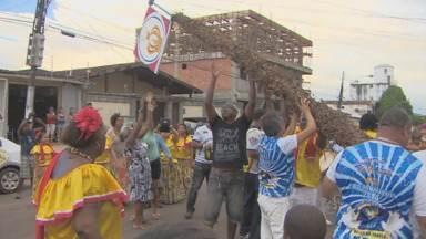 Ciclo do Marabaixo encerra com o Domingo do Senhor - Terminou mais um Ciclo do Marabaixo. Ontem, no Domingo do Senhor, o mastro veio ao chão e a bandeira foi passada para a festeira de 2015.