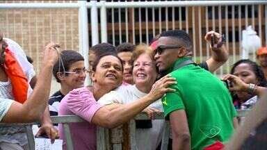 Seleção de Camarões se despede do ES - Camaroneses viajaram para o jogo contra o Brasil, em Brasília, e não voltam mais para o ES.