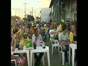 Torcedores londrinenses comemoram a ida do Brasil às oitavas de final - Muitos bares ficaram lotados de torcedores animados e confiantes.