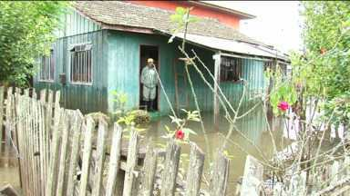 Nível do Rio Iguaçu desceu quase um metro em União da Vitória - Mas ainda há mais de 10 mil pessoas fora de suas casas.