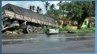 Duas pessoas morrem em acidente na BR 101, em Umbaúba - Acidente aconteceu próximo ao povoado Palmeirinhas, em Umbaúba, no sul do Estado