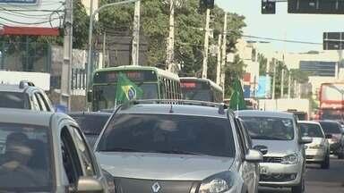 Manauenses enfrentam trânsito antes de jogo do Brasil - Diversos pontos ficaram com pontos de retenção.