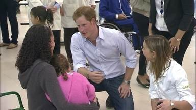 Príncipe Harry escolhe período da Copa para visita oficial ao Brasil - De manhã, ele conheceu o hospital da Rede Sarah -- especializado na reabilitação de pacientes com lesão cerebral e medular. Harry também assistiu ao jogo entre Brasil e Camarões.