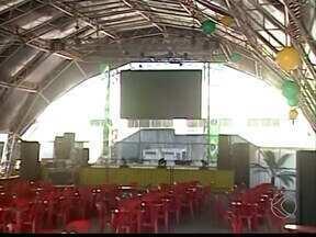 Bares e estrutura recebem torcedores em Uberaba e Ituiutaba - Em Ituiutaba, telão foi montado em área coberta no Bairro Alvorada. Além de bares, torcedores vão para Parque do Paço em Uberaba.