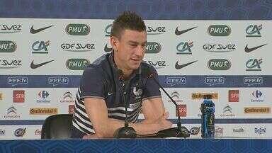 França faz último treino em Ribeirão Preto e embarca para Brasília, onde enfrenta Nigéria - Seleção francesa fez ótima primeira fase e chega como favorita na disputa contra a Nigéria. Jogo será nesta segunda-feira, no Estádio Mané Garrincha.