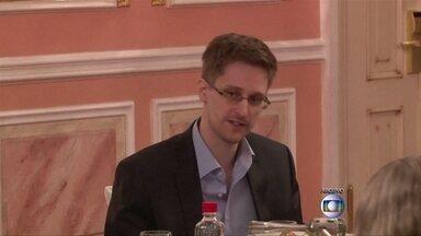 Edward Snowden quer ficar mais um ano na Rússia - Ele está em Moscou há um ano e tinha até a segunda-feira (30) para pedir a renovação do asilo, que vence no fim do mês. O advogado dele não negou e nem confirmou o pedido.