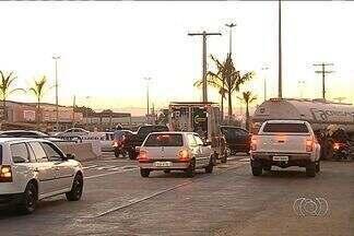 Mesmo com viaduto, motoristas reclamam do trânsito nas GOs 070 e 060, em Goiânia - Problema maior acontece no sentido de Trindade a Goiânia, pois o trânsito continua congestionado.