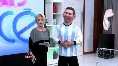 Ana Maria recebe boneco de Messi no Mais Você - Estrutura do craque foi elaborada pelo cartunista Ique e sua equipe