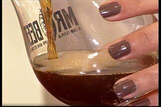Propriedades da cerveja belga surpreende brasileiros - A fabricação da bebida, tão tradicional no Brasil, é carregada de ingredientes diferentes. A criatividade garante a qualidade ao produto.
