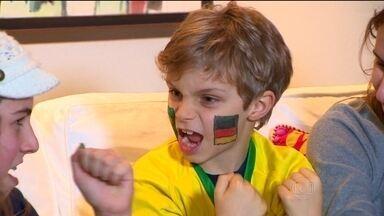 Torcedor símbolo da Alemanha nessa Copa é menino gaúcho - Matias, de 7 anos, é fã da seleção alemã e sabe o nome de diversos jogadores. Para a partida desta terça-feira (8), seu coração está dividido.