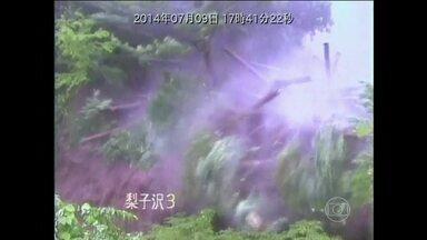 Tufão deixa três mortos e 45 feridos no Japão - A capital Tóquio se prepara para a chegada do tufão Neoguri, que entrou no Japão no começa da semana pelo sul do país. Nessa quinta-feira (10), ele passou pela região central, atingindo a cidade de Nagiso e provocando estragos.
