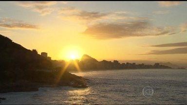 Rio terá dia de céu aberto - Esta segunda-feira (14) terá céu limpo, sem nuvens e com calor no estado do Rio de Janeiro. O tempo deve ficar aberto durante a semana inteira..