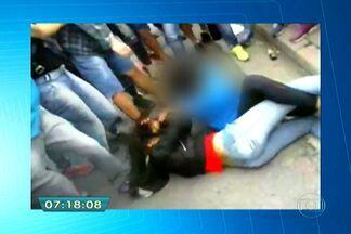 Brigas na porta de escolas estaduais assustam pais e alunos da capital - Os pais e alunos estão assustados com a grande quantidade de brigas na porta de escolas estaduais. Enquanto meninos e meninas se enfrentam até acabarem no chão, outros alunos só se preocupam em filmar a violência com o celular.