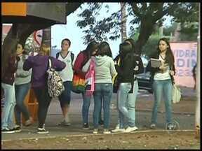 Mais de 100 mil alunos retornam às aulas em Rio Preto nesta 2ª feira - Mais de 100 mil alunos pela rede estadual e 36 mil alunos da municipal voltam para as aulas nesta segunda-feira (14) em São José do Rio Preto (SP). Em todo o Estado de São Paulo, são mais de quatro milhões de alunos da rede estadual que retornam para as atividades.