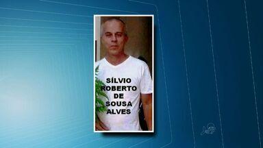 Polícia prende suspeitos de matar um comerciante de Juazeiro do Norte - Policiais encontraram pertences da vítima na cidade de Solonópole, no Sertão Central do Ceará.