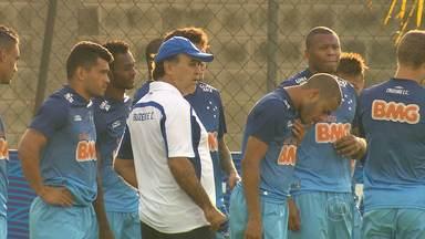 Atual líder do Campeonato Brasileiro, Cruzeiro recebe o Vitória, no Mineirão - E o técnico Marcelo Oliveira está inspirado com a Copa do Mundo.