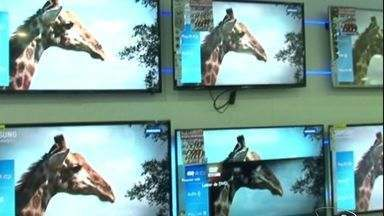 Após Copa do Mundo, lojas do Sul do ES estado baixam preços de TVs - Estoque foi reforçado para vendas durante o campeonato.