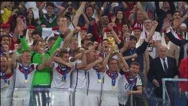 Alemanha vence Argentina e conquista a Copa do Mundo - Alemanha vence Argentina e conquista a Copa do Mundo. Foi o quarto título alemão, que empatou com a Itália em número de títulos.