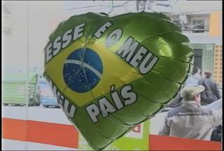 Copa do Mundo deixou saldos positivos no comércio de Santa Maria (RS) - O comércio ficou movimentado com os artigos para a copa.