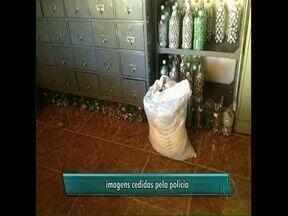Fábrica clandestina de chumbo é encontrada pela polícia - Fábrica fazia bolinhas de metal usadas em pescaria. O dono terá quinze dias para dar o destino correto ao material e comprovar, junto ao IAP, que se livrou da carga.