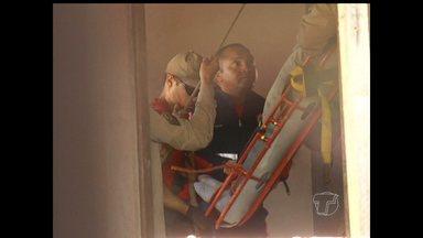 Operário cai em caixa d'água de 3m de profundidade - Acidente ocorreu por volta das 17 horas, no bairro Aeroporto Velho. Trabalhador foi socorrido pelo Corpo de Bombeiros e levado ao PSM.
