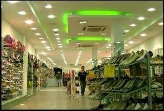 Fechando mais cedo durante a Copa, lojistas de Friburgo, RJ, sofrem prejuizos - 40% foi a perda estimada.