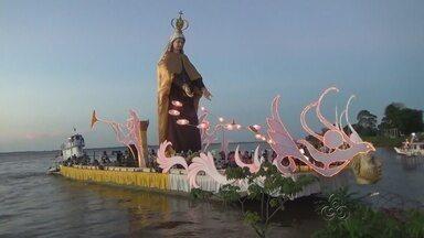 Fiéis fazem romaria sobre o Rio Amazonas em homenagem à Nossa Senhora - Festa de Nossa Senhora do Carmo é realizada todos os anos em Parintins; imagem com mais de 10 metros está exposta no porto da cidade.
