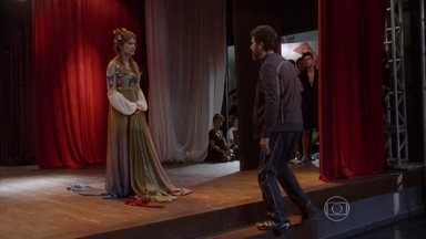 Malhação - capítulo de terça-feira, dia 15/07/2014, na íntegra - Gael descobre que Bianca se inscreveu na Ribalta e a tira de lá à força