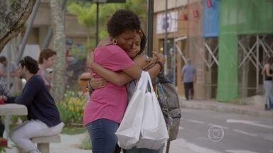 Bete permite que Sol estude na Ribalta - Sol sonha em dar uma vida melhor à mãe