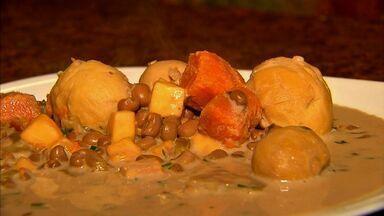 Forte e delicioso. Confira a receita do feijão verde com pequi - Veja esta e outras receitas do NE Rural em G1.globo.com.
