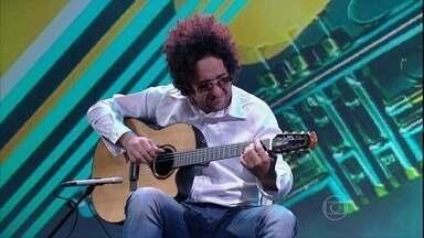 Musical de abertura com Diego Figueiredo - Tiquinho Oliveira acompanha o violinista