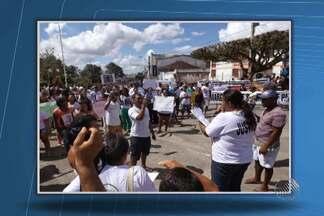 Moradores de Amargosa vão às ruas em protesto contra morte de criança - Na quarta-feira (16), Amargosa viveu uma noite de tiros, fugas de presos e morte de criança.