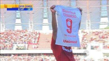 Esporte: Internacional goleia Flamengo no retorno ao Beira-Rio - Colorado venceu em tarde de homenagens ao ídolo Fernandão.