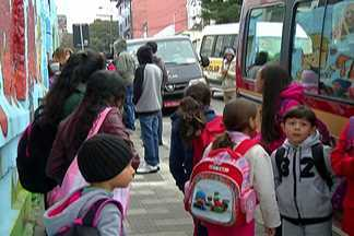 Alunos são transferidos de escola após desabamento em Itaquaquecetuba - Classes foram interditadas após o teto desabar.