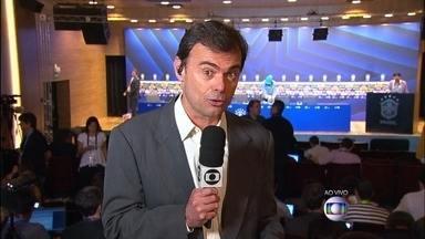 Tino Marcos mostra preparativos para anúncio de técnico da Seleção - Jornalista acompanha coletiva da CBF