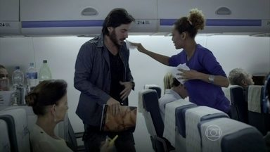 Geração Brasil - Capítulo de terça-feira, dia 22/07/2014, na íntegra - Verônica e Herval se esbarram em uma viagem de avião e se interessam um pelo outro