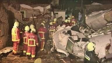 Acidente com avião em Taiwan mata 47 pessoas e fere 11 - O bimotor ATR-72 caiu a um quilômetro da pista, na ilha de Penghu. Foi durante um temporal provocado pelo tufão Matmo, que atingiu Taiwan com ventos de mais de 100 Km/h.