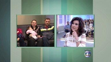 Bebê engasga durante amamentação - Janaína, mãe da criança, notou que ela não respirava
