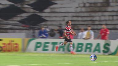Com dois gols de Léo Gamalho, Santa Cruz bate Botafogo-PB - Resultado coloca tricolores na terceira fase da Copa do Brasil