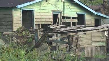 Após a cheia do Rio Madeira, casas desmoronam no bairro Triângulo - O bairro é um dos mais antigos do município.