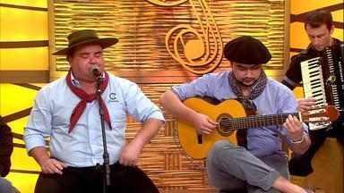Galpão Crioulo apresenta o compositor e interprete Francisco Oliveira - Assista ao vídeo.