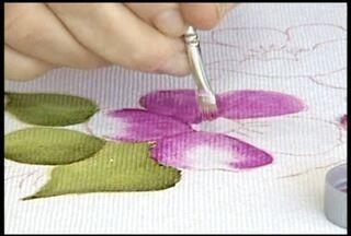 Entidades se unem para resgatar identidade do artesanato de Itueta, no Vale do Aço - Mulheres artesãs fazem curso de costura, bordado e pintura em tecido