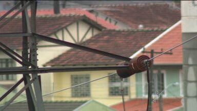 Consumidores são autuados por roubar energia da Copel - Muitas delas alteram os medidores para pagar menos.